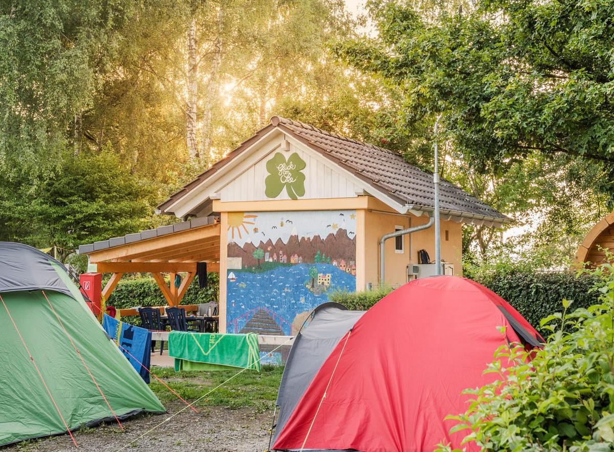 Konstanz-Campingplatz-Klausenhorn-Bodensee-Haus-und-Zelte_Herbst_Copyright_MTK-Dagmar-Schwelle